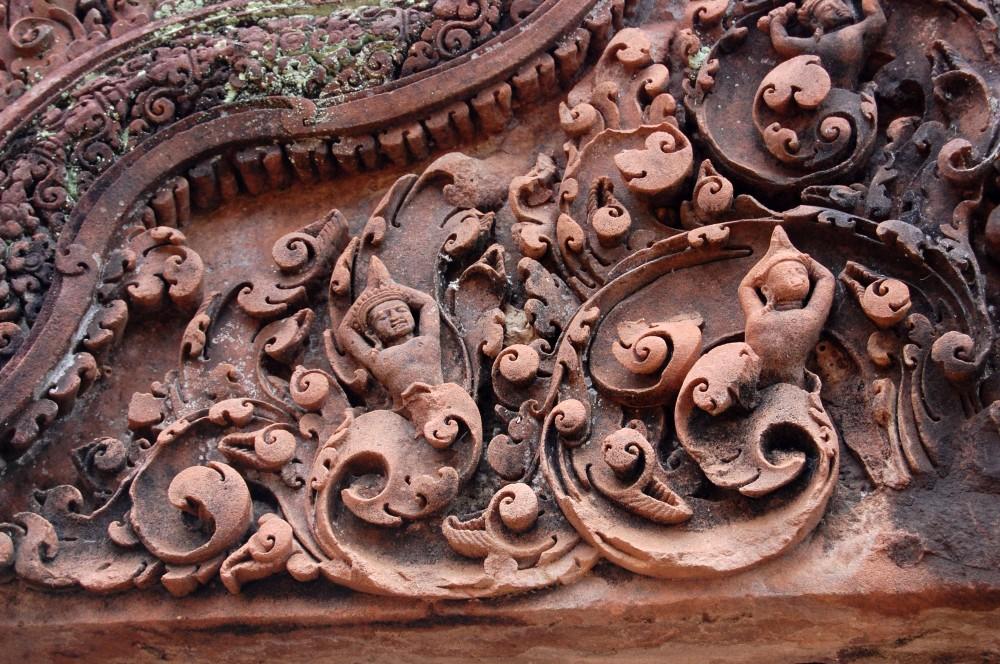 Banteay Srei bas-relief